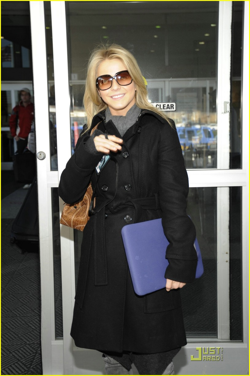 julianne hough reagan airport dc 07