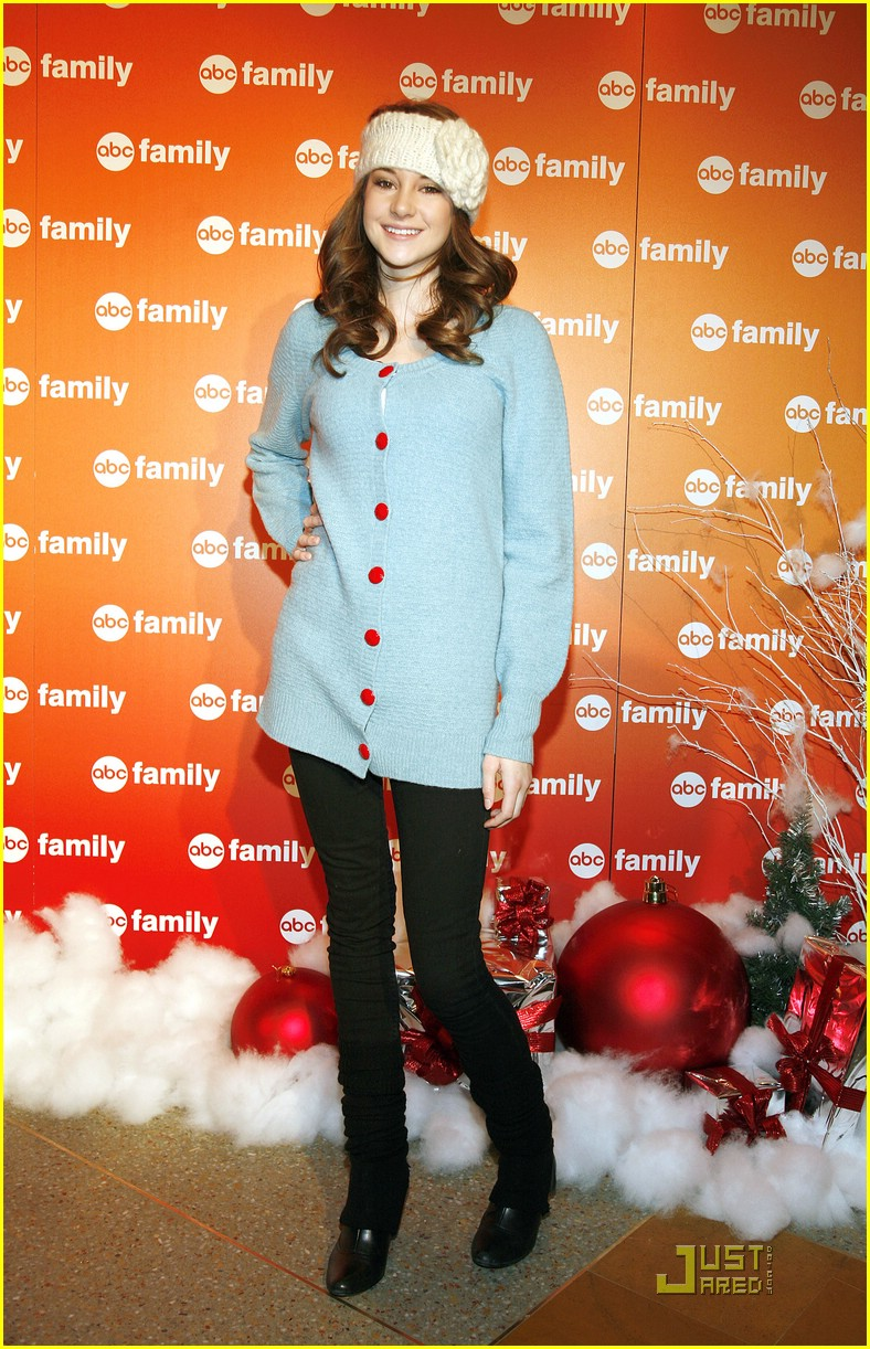 shailene woodley abc family christmas 02