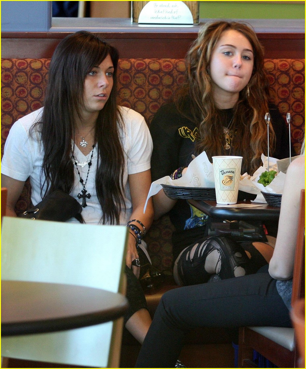 miley cyrus girls day out 01