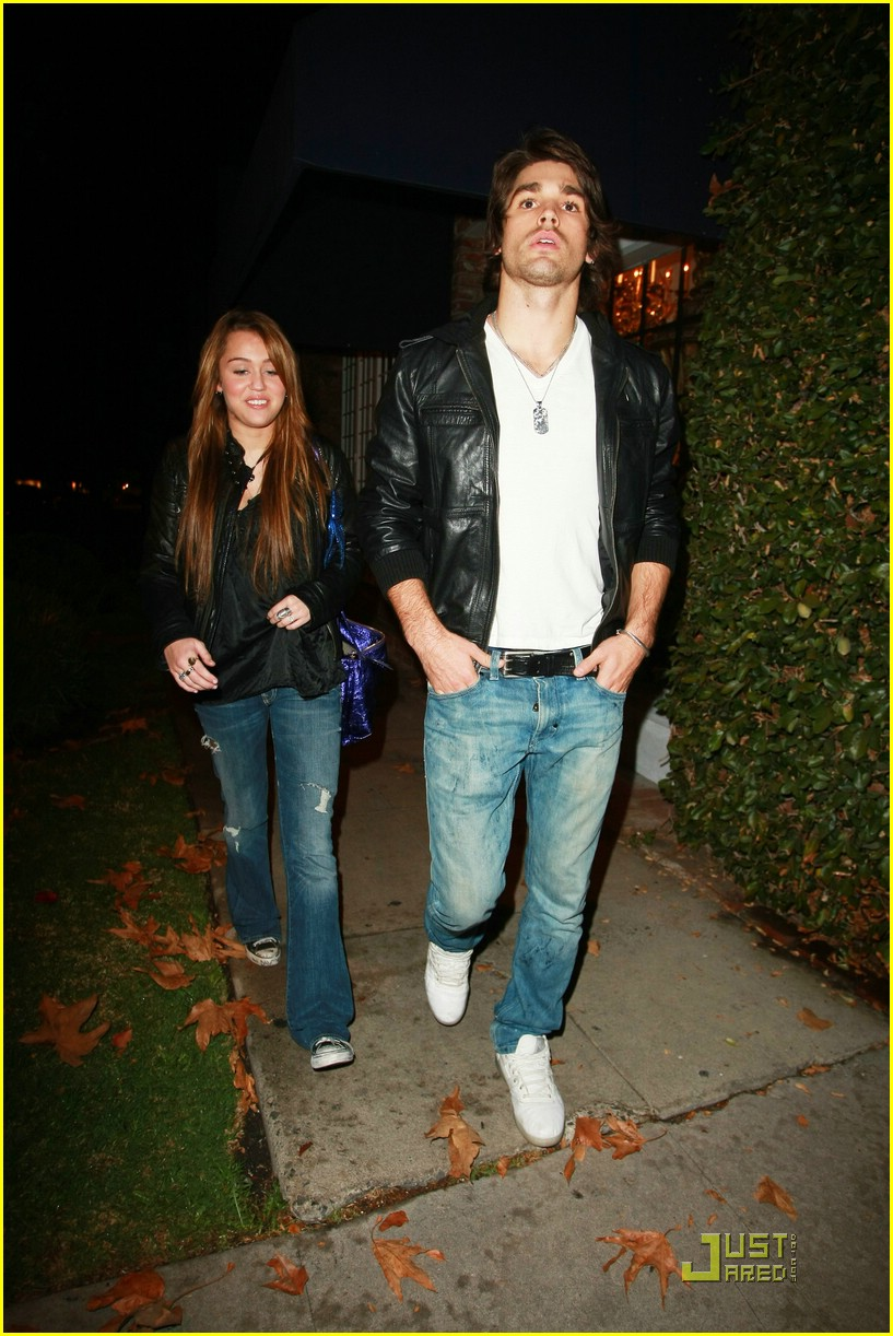 miley cyrus justin gaston koi couple 09