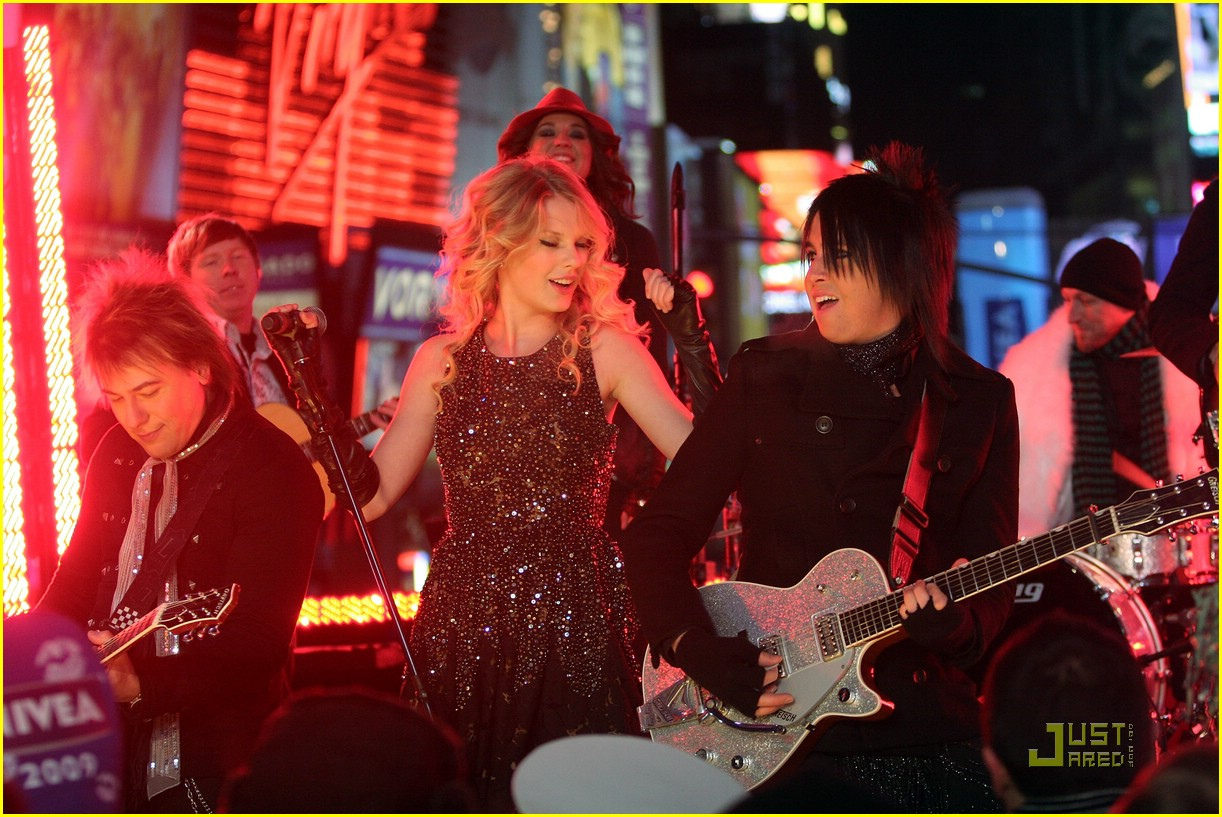 taylor swift new year eve 14