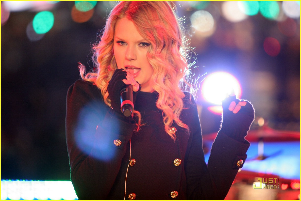 taylor swift new year eve 23