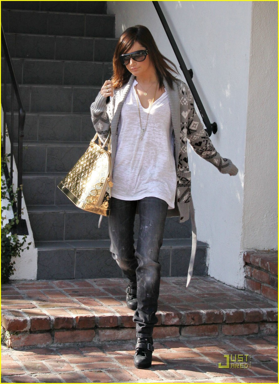 ashley tisdale la meeting 01