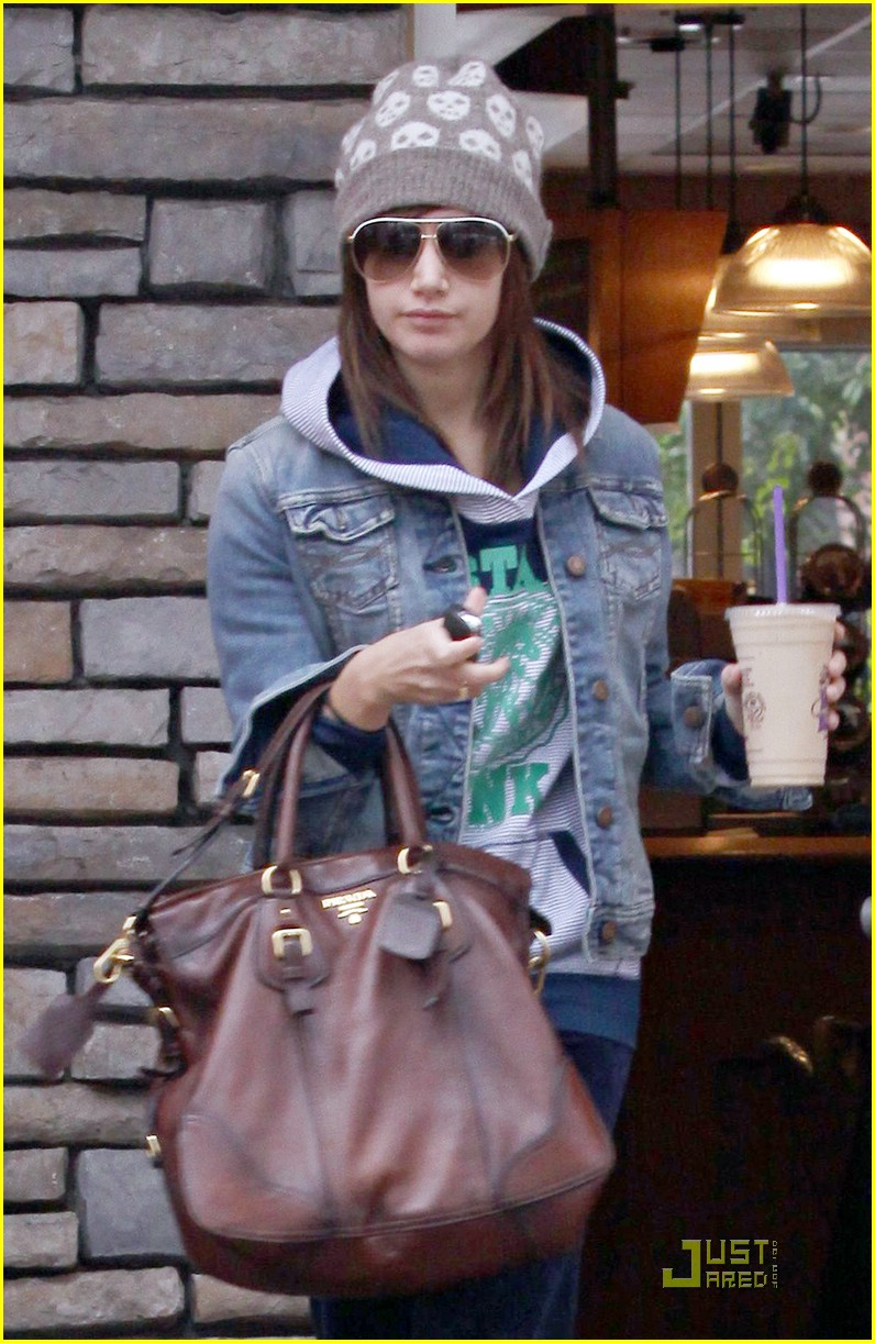 ashley tisdale prada purse 02