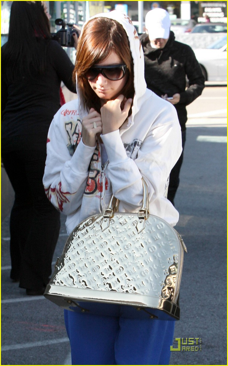 ashley tisdale jared studio cafe 03