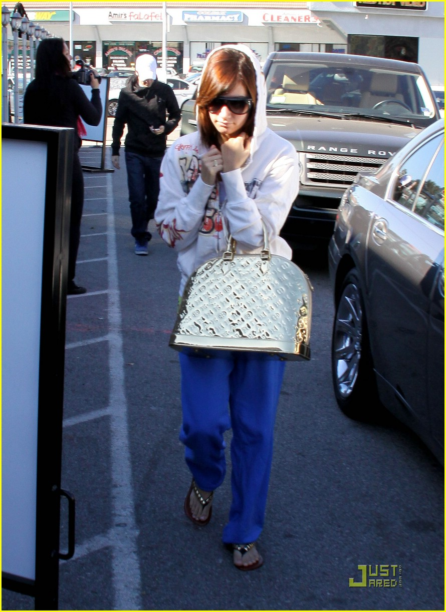 ashley tisdale jared studio cafe 11
