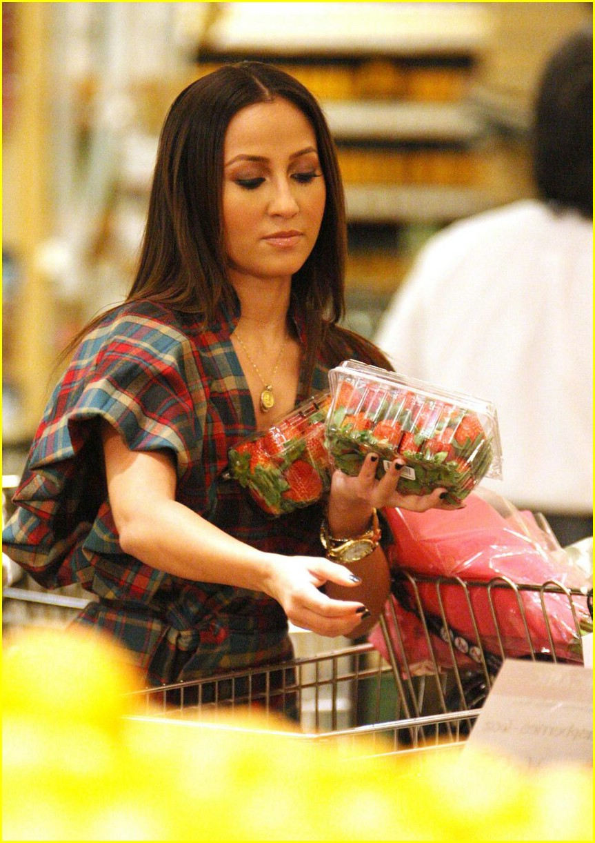 adrienne bailon grocery shopping 09