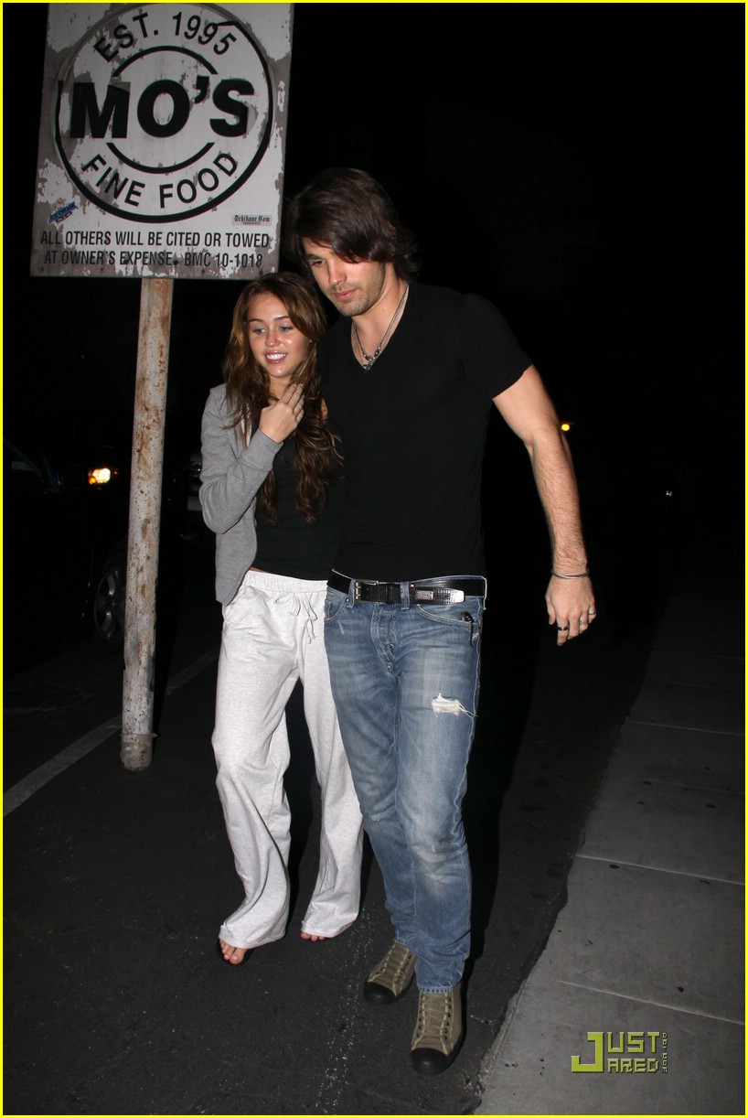 miley cyrus justin gaston mos diner 05