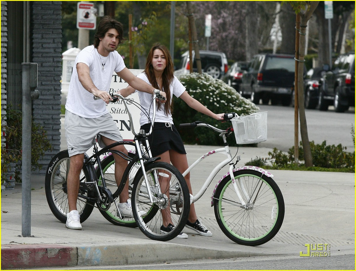 miley cyrus justin gaston bike ride 20