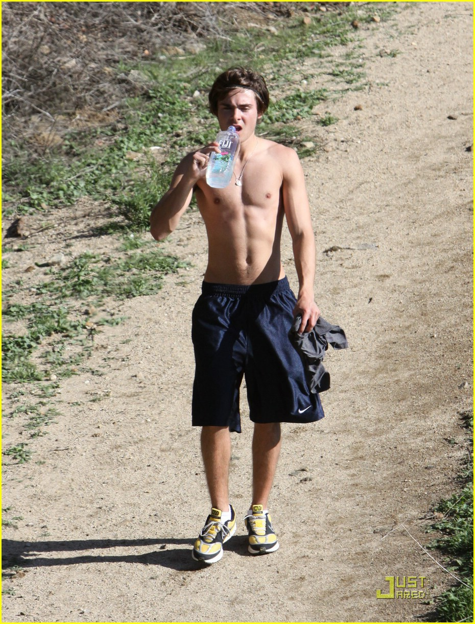 zac efron hollywood hills workout 03