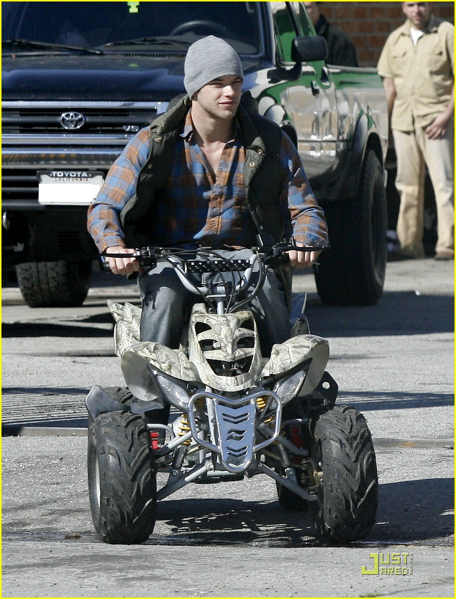kellan lutz scooter shopper 10