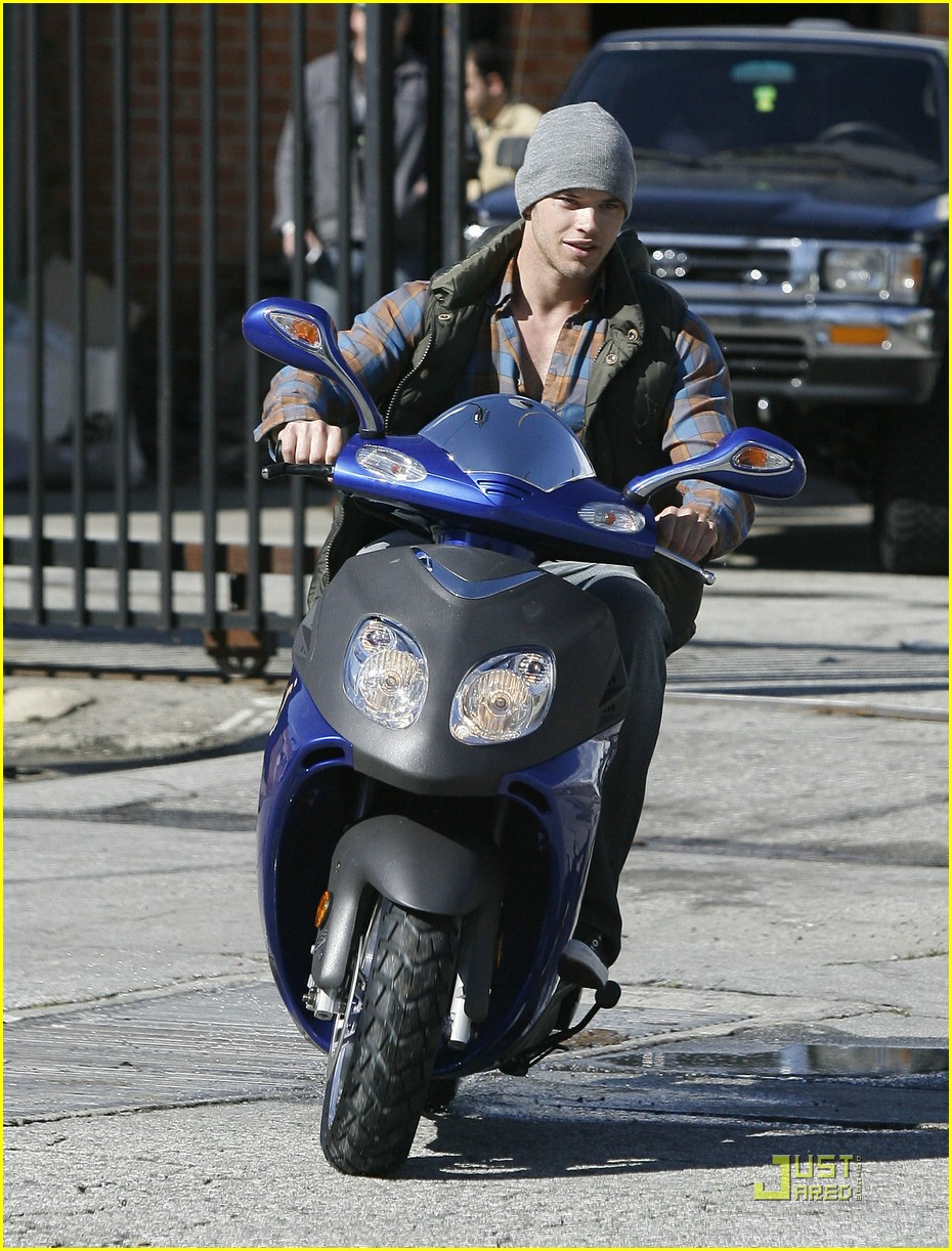 kellan lutz scooter shopper 19