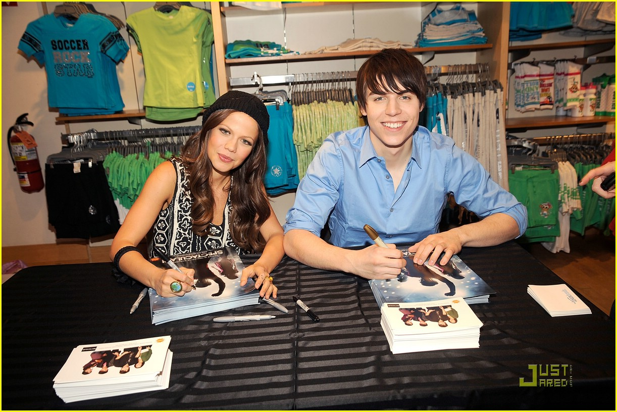 tammin sursok nolan funk signing 01
