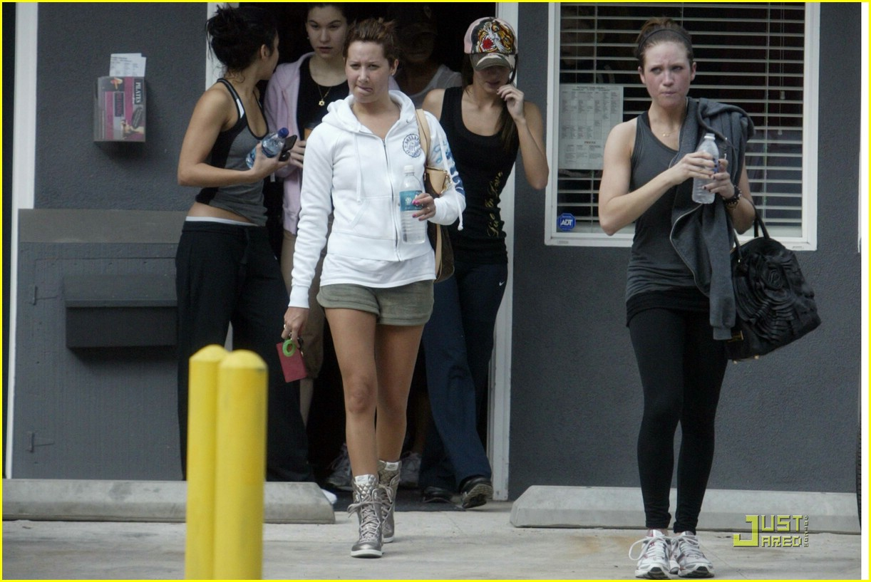 ashley tisdale vanessa hudgens pilates workout 08
