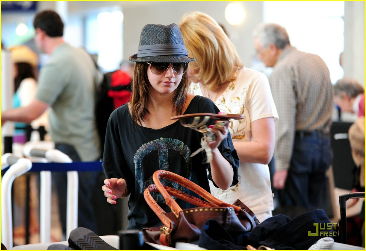 ashley tisdale leaving lax 02