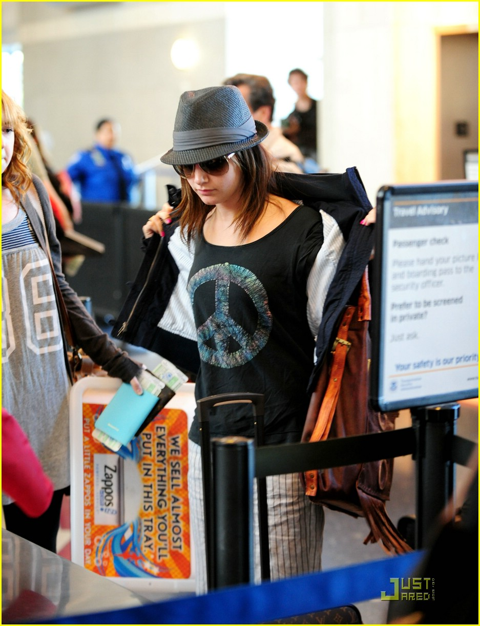 ashley tisdale leaving lax 05