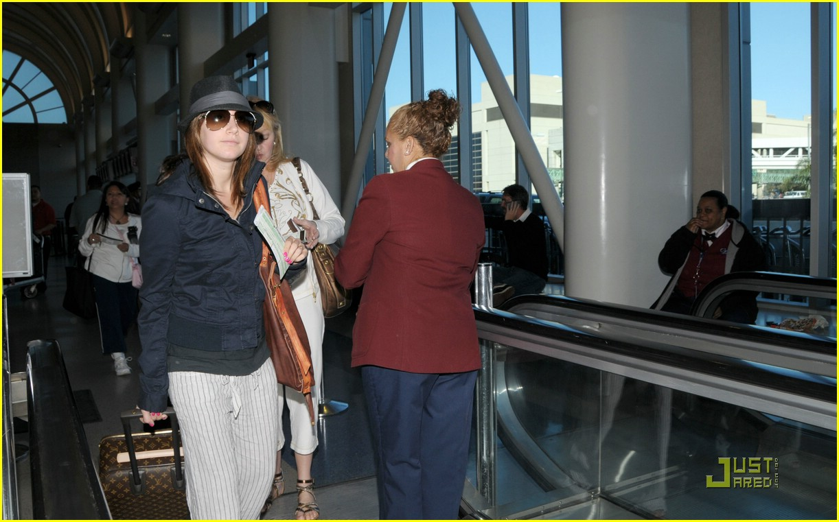 ashley tisdale leaving lax 09