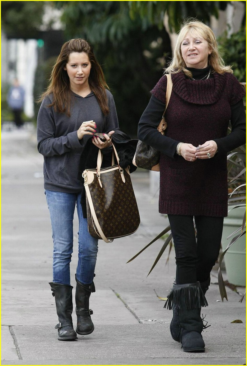 ashley tisdale rain in la 05
