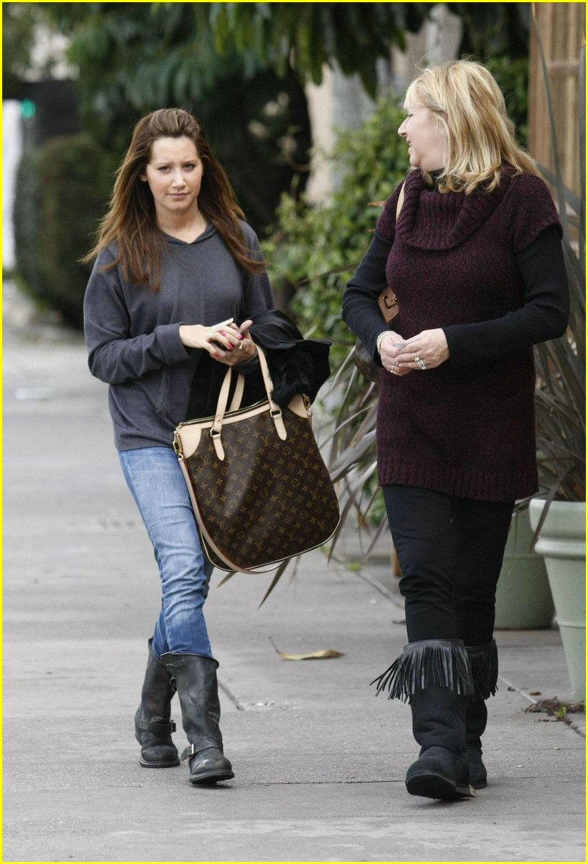 ashley tisdale rain in la 07