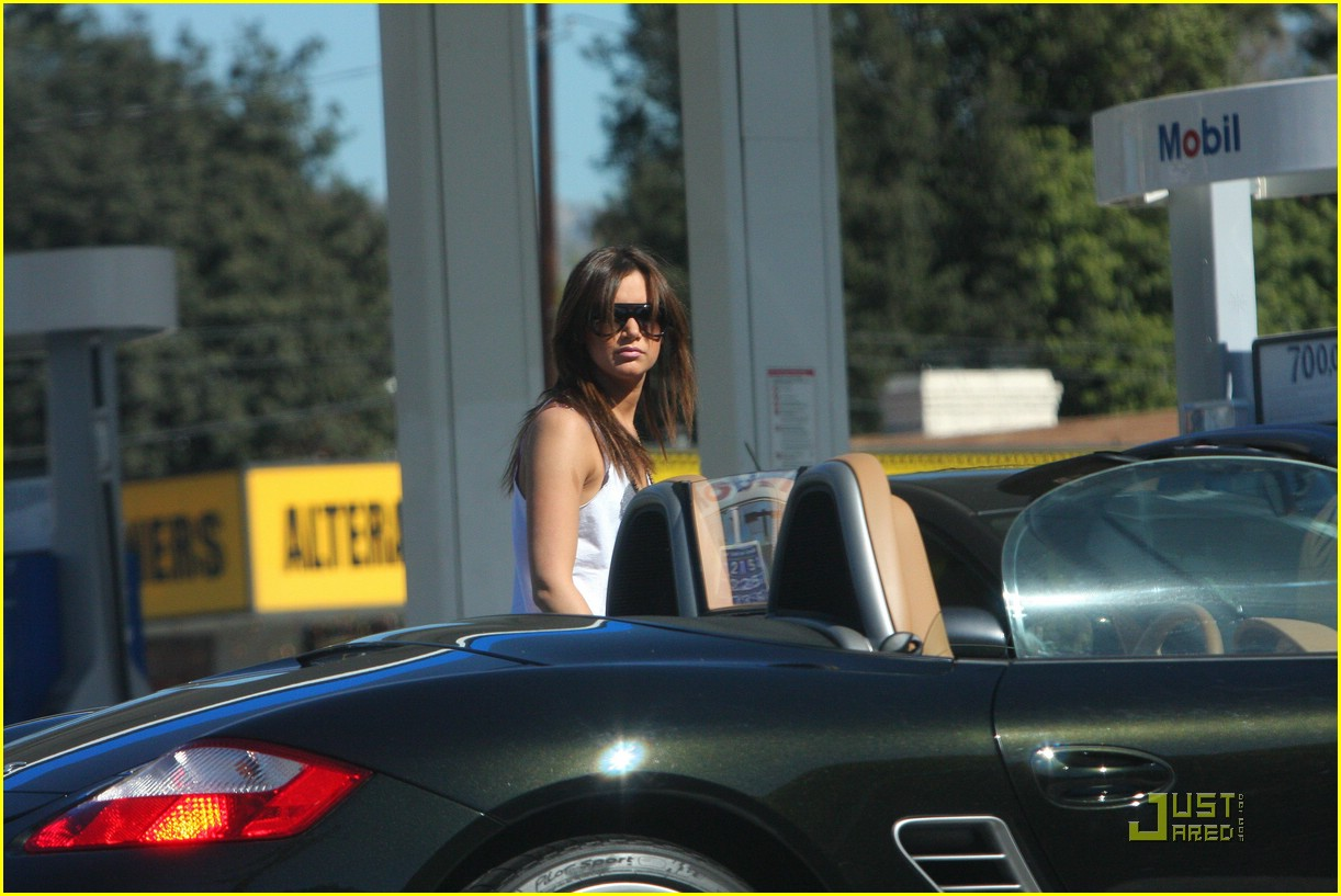 ashley tisdale pump air tires 02