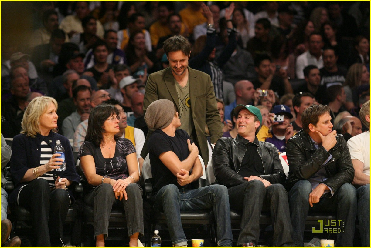 zac efron la lakers game 08