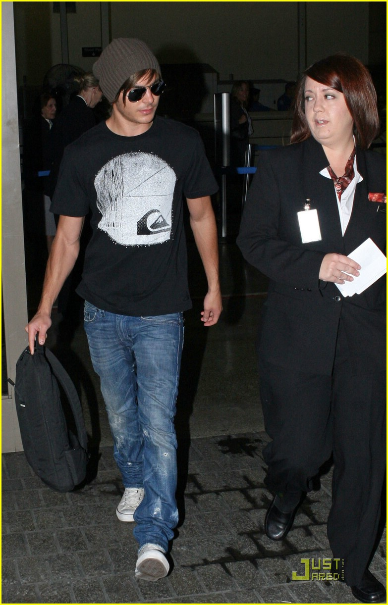 zac efron back in la 01
