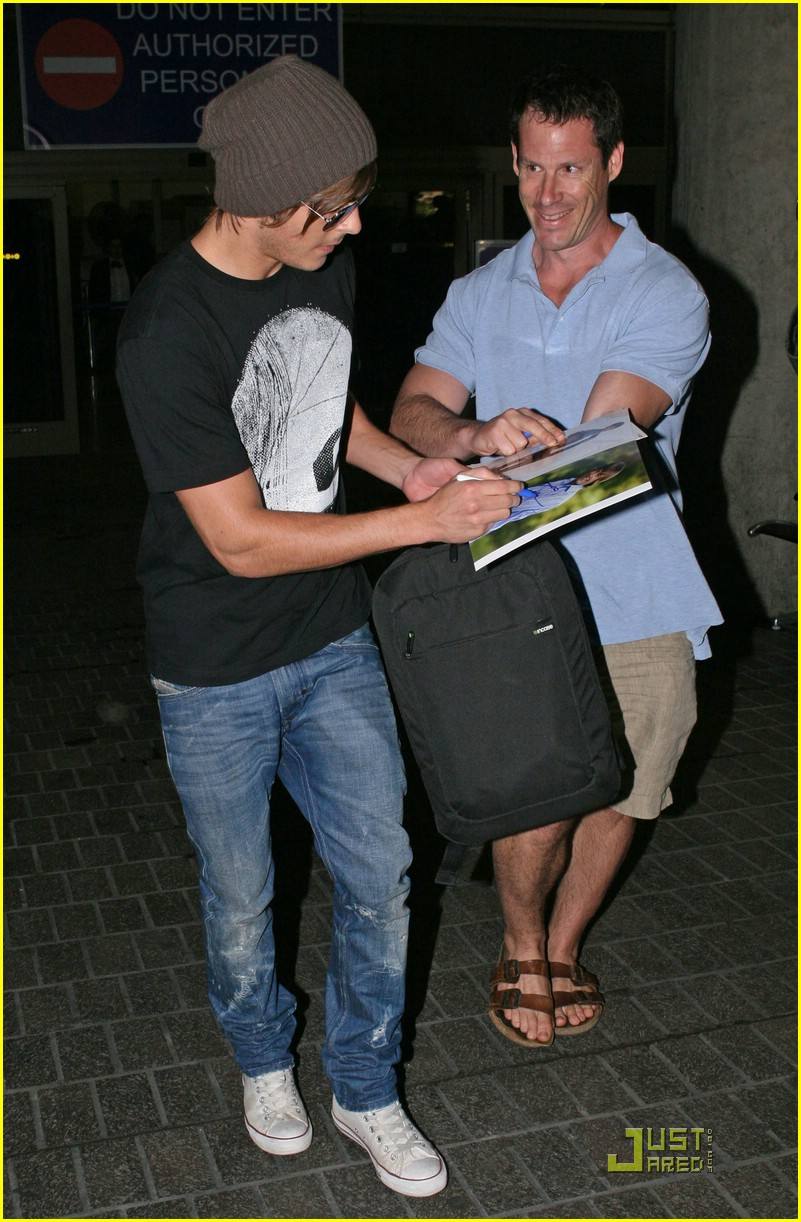 zac efron back in la 03