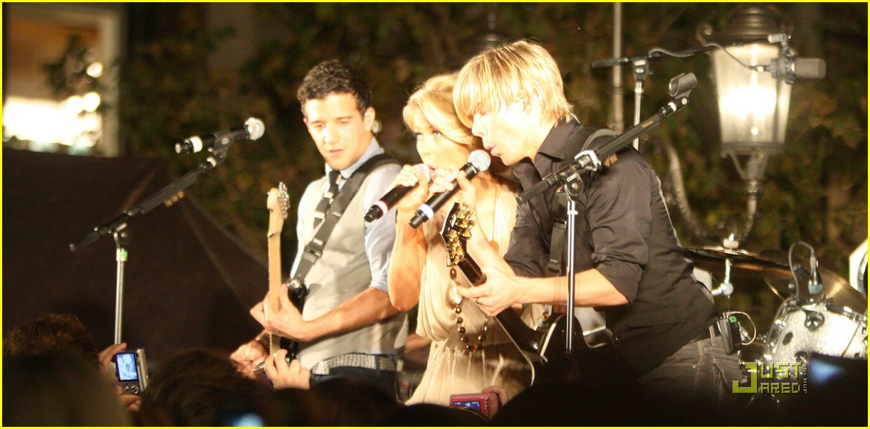 julianne hough derek hough grove bhb 08