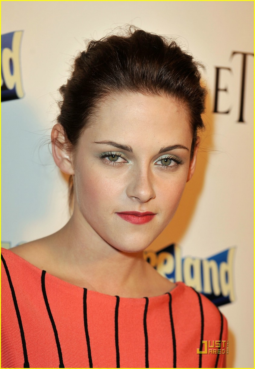 kristen stewart adventureland premiere 15