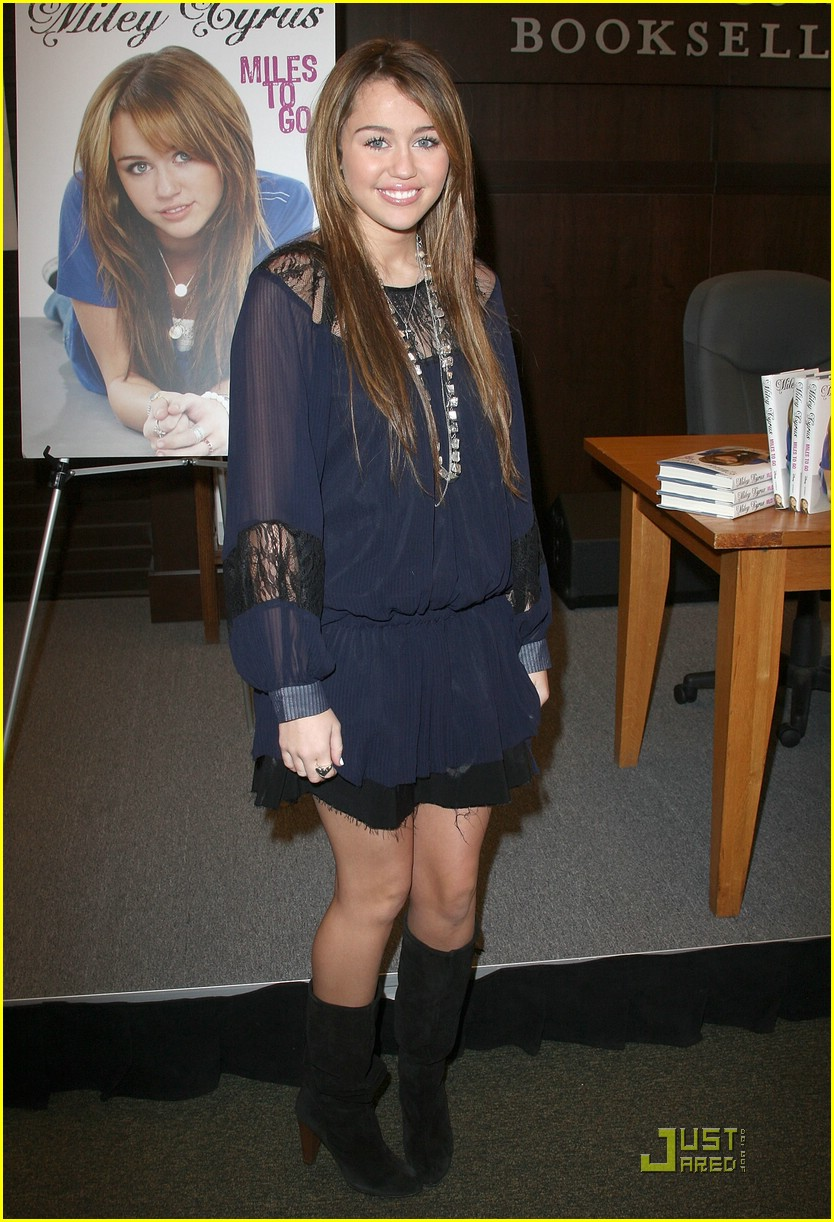 miley cyrus bn book signing 02