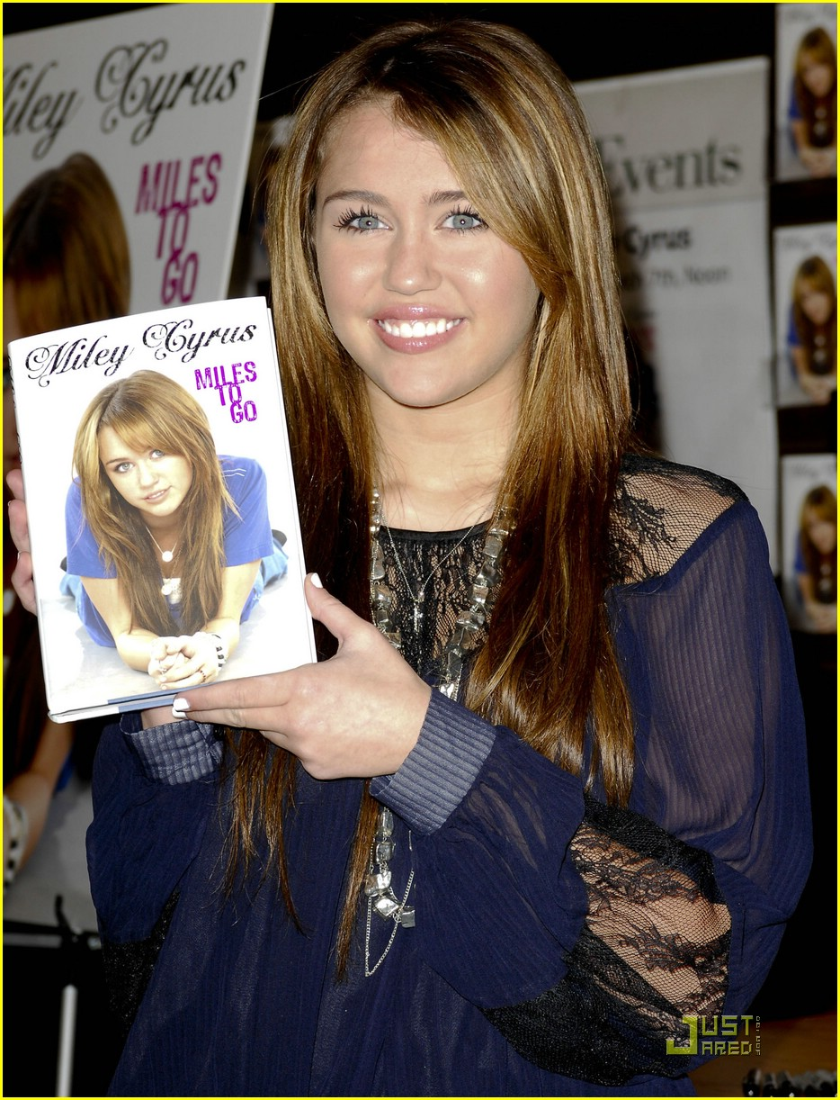 miley cyrus bn book signing 03