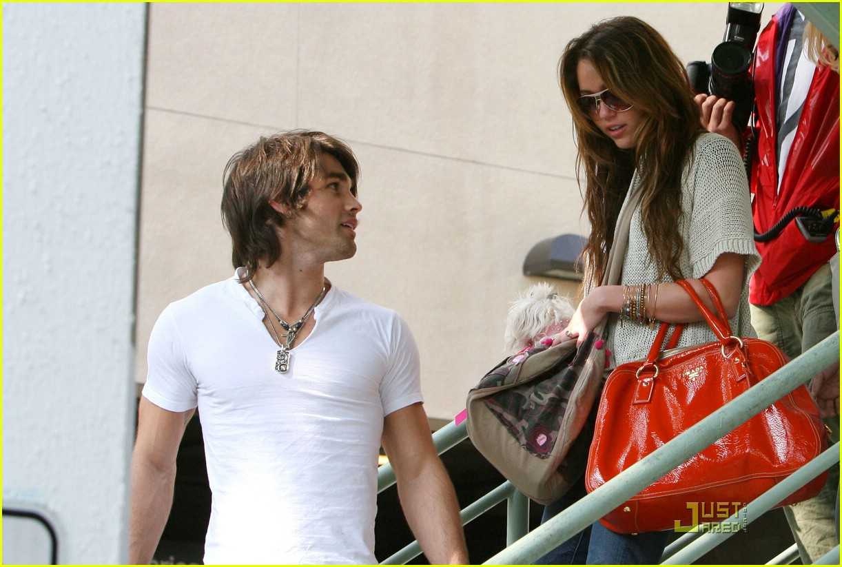 miley cyrus justin gaston market city caffe 10