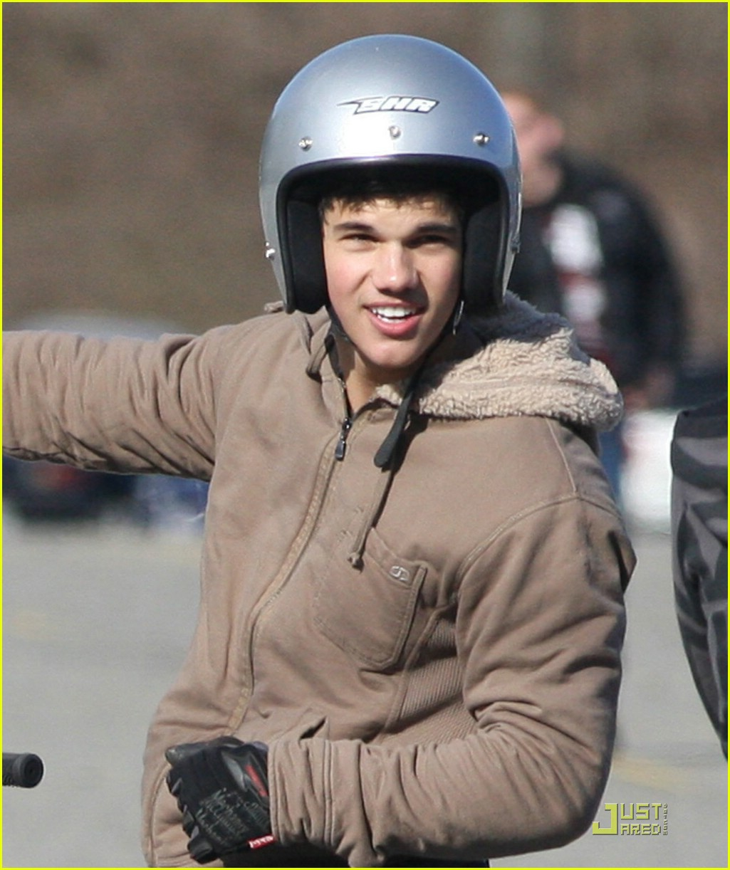 taylor lautner dirt bike 09