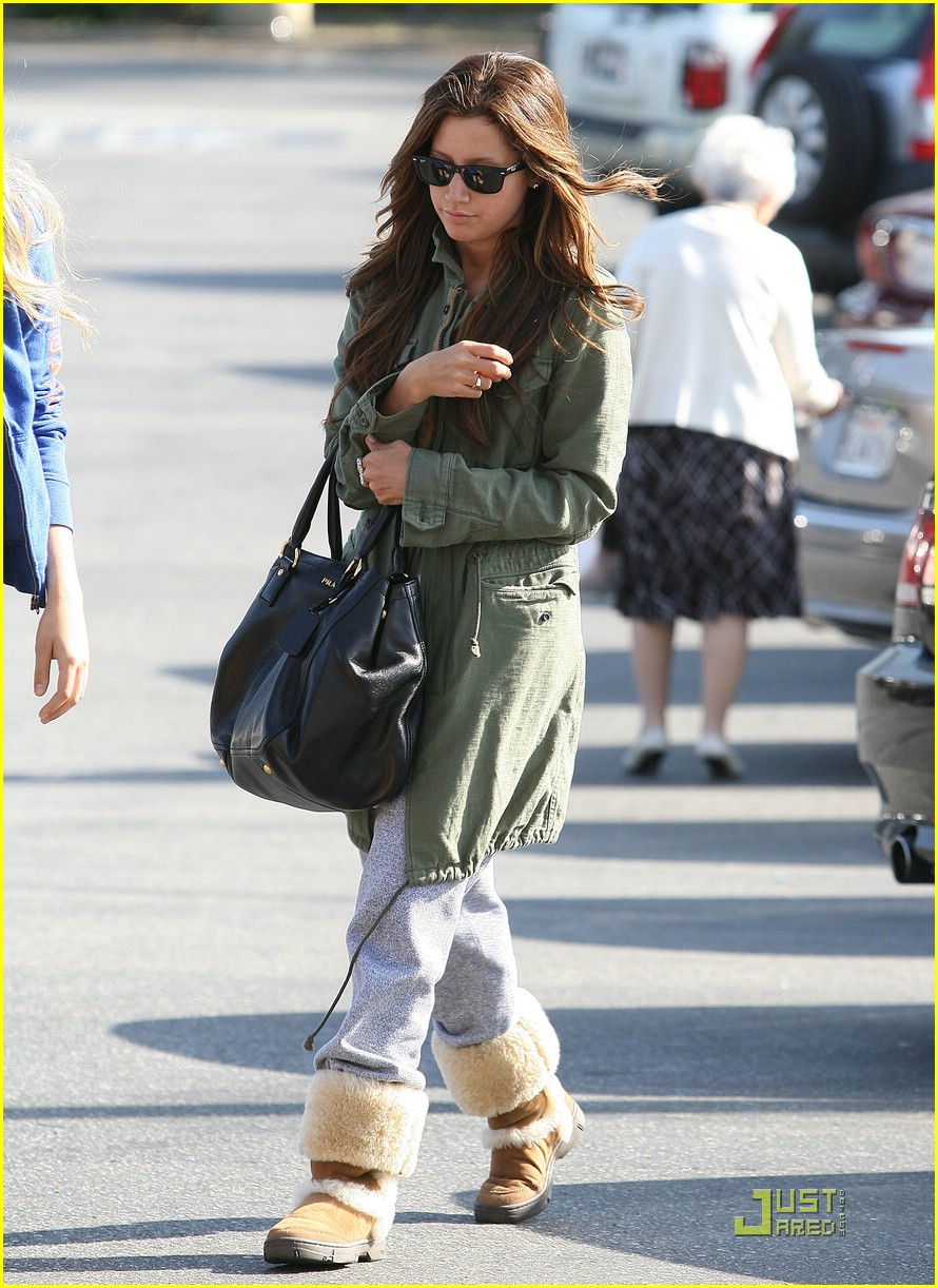 ashley tisdale shopping sherman oaks 01