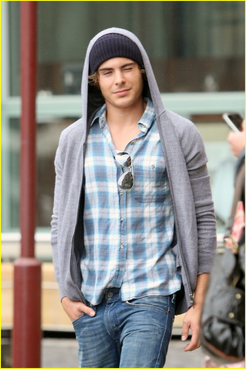 zac efron stroll sydney 02