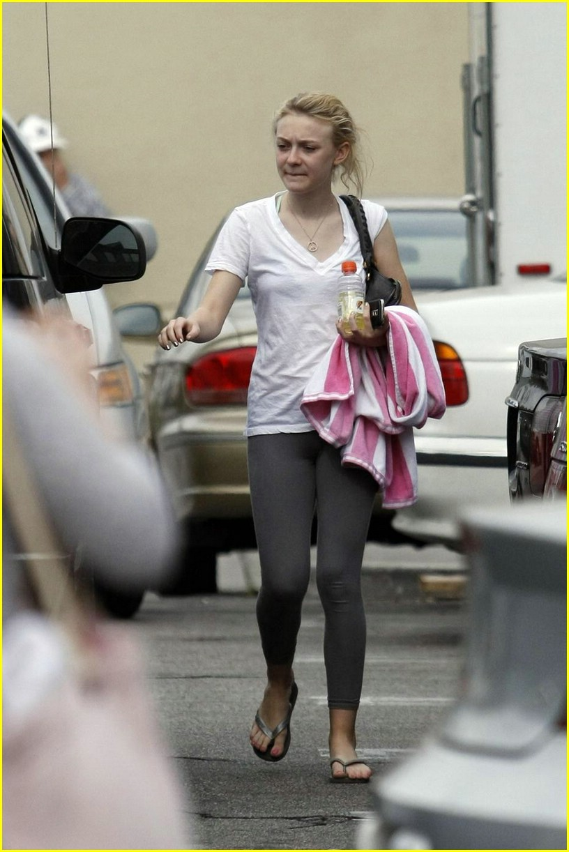 dakota fanning blackberry beauty 07