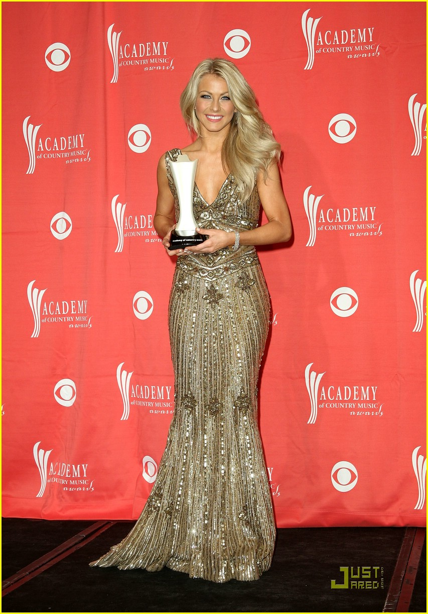 julianne hough acm winner 25