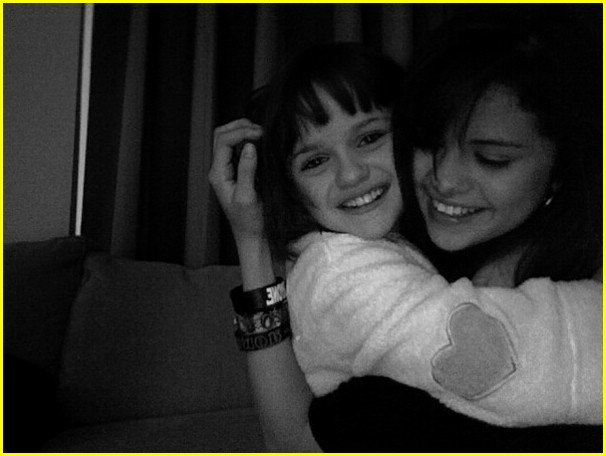 selena gomez joey king 01