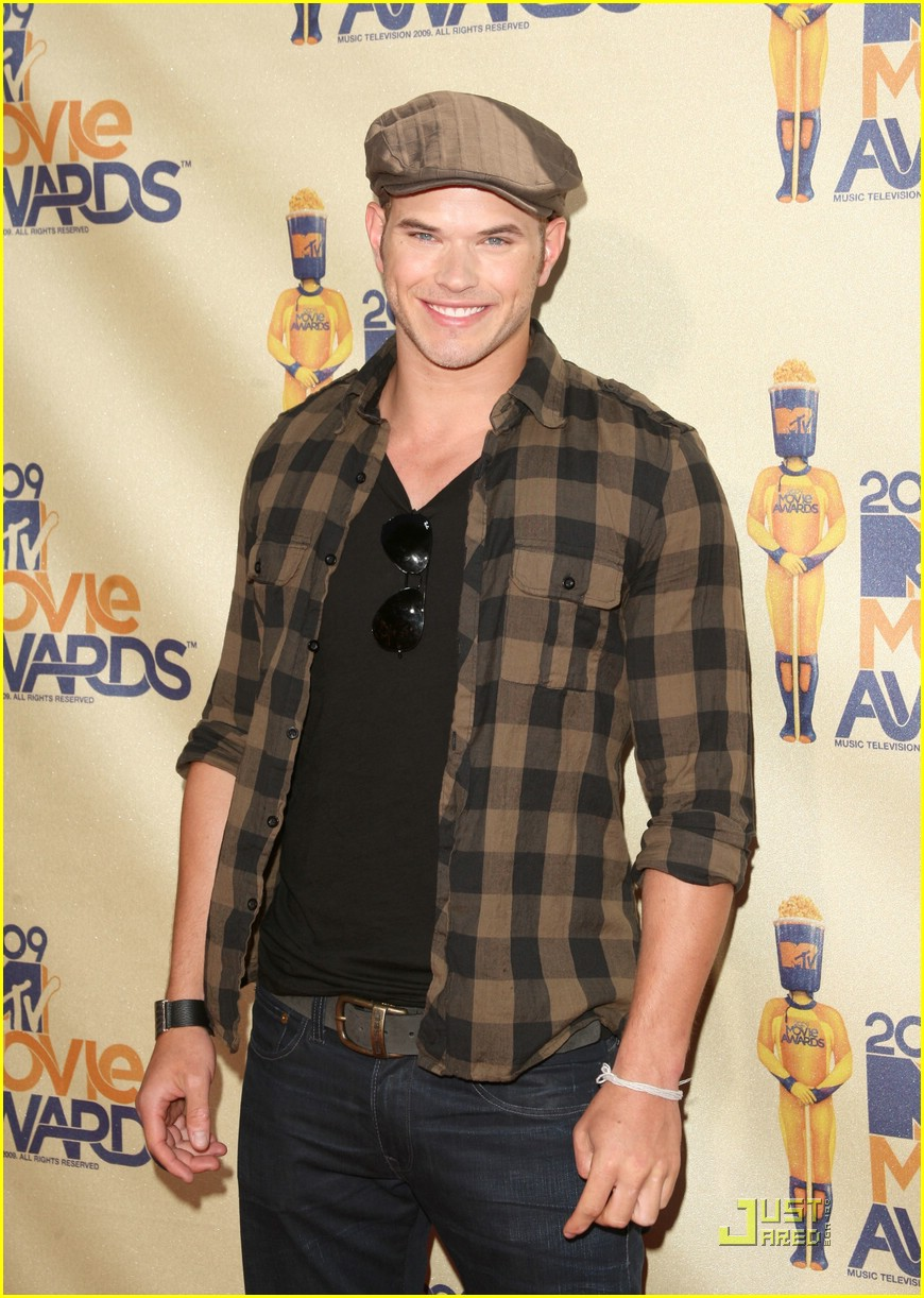 ashley greene kellan lutz mtv movie awards 06