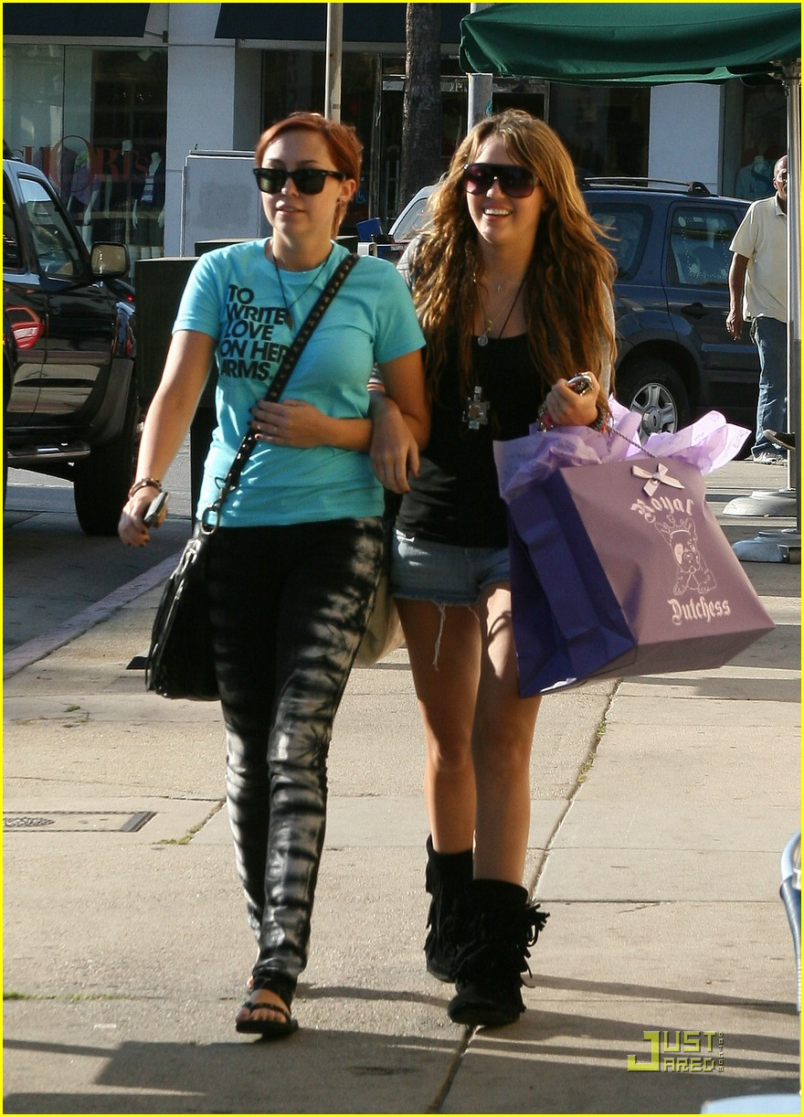 miley cyrus brandi cyrus royal dutchess 03