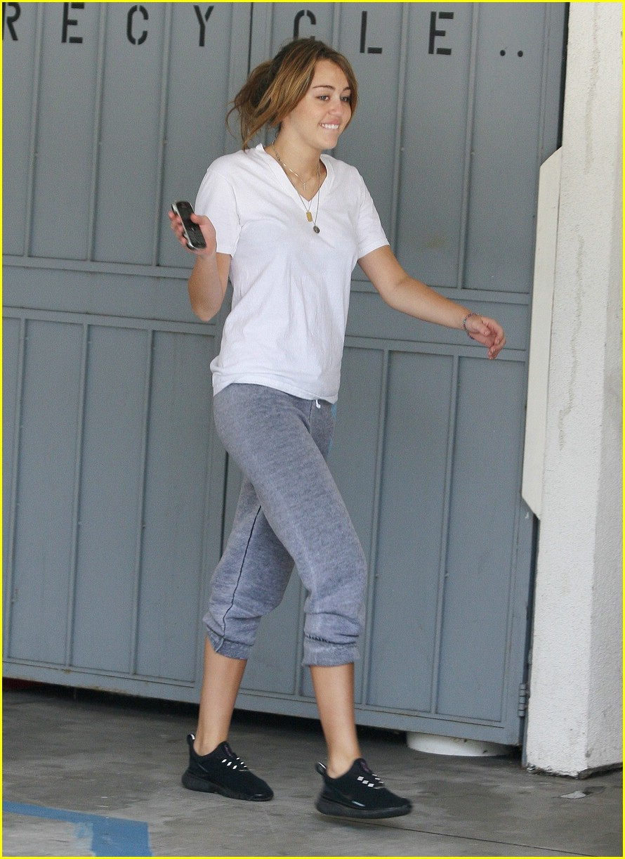 miley cyrus pilates princess 04