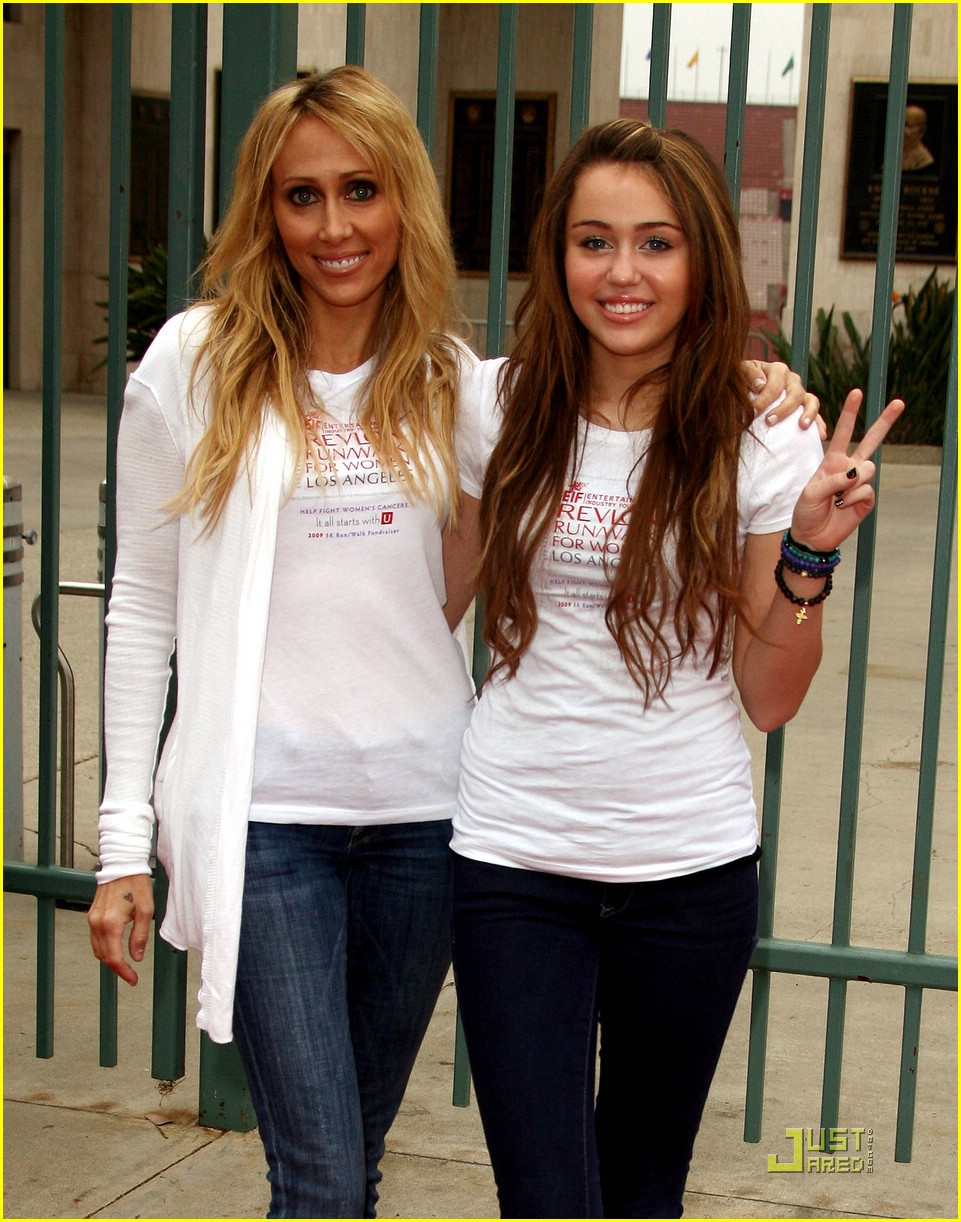 miley cyrus revlon run 21