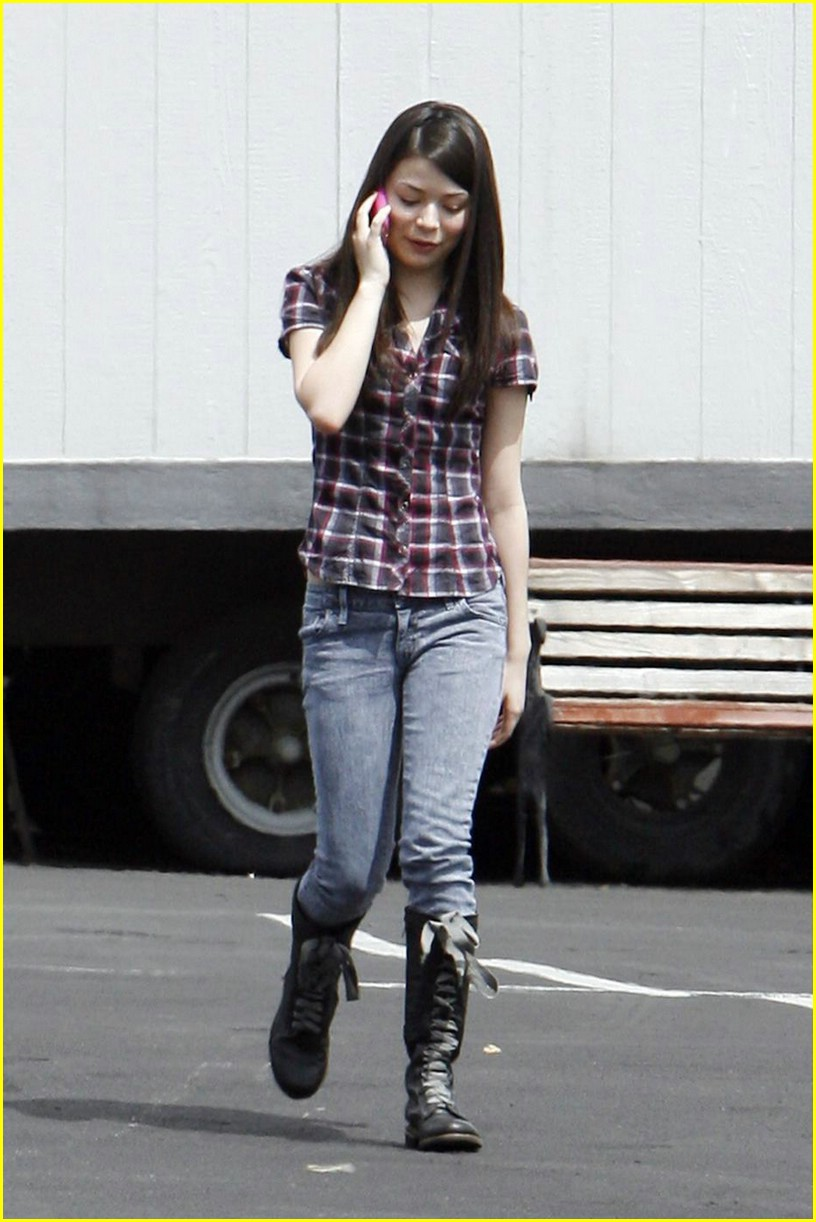 miranda cosgrove plaid pretty 01