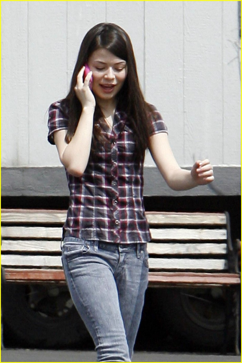 miranda cosgrove plaid pretty 03