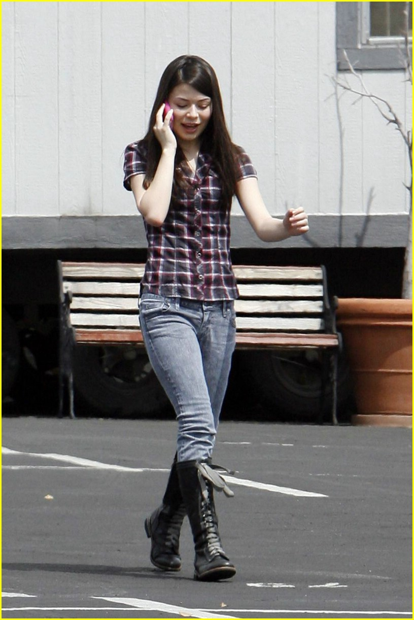 miranda cosgrove plaid pretty 04