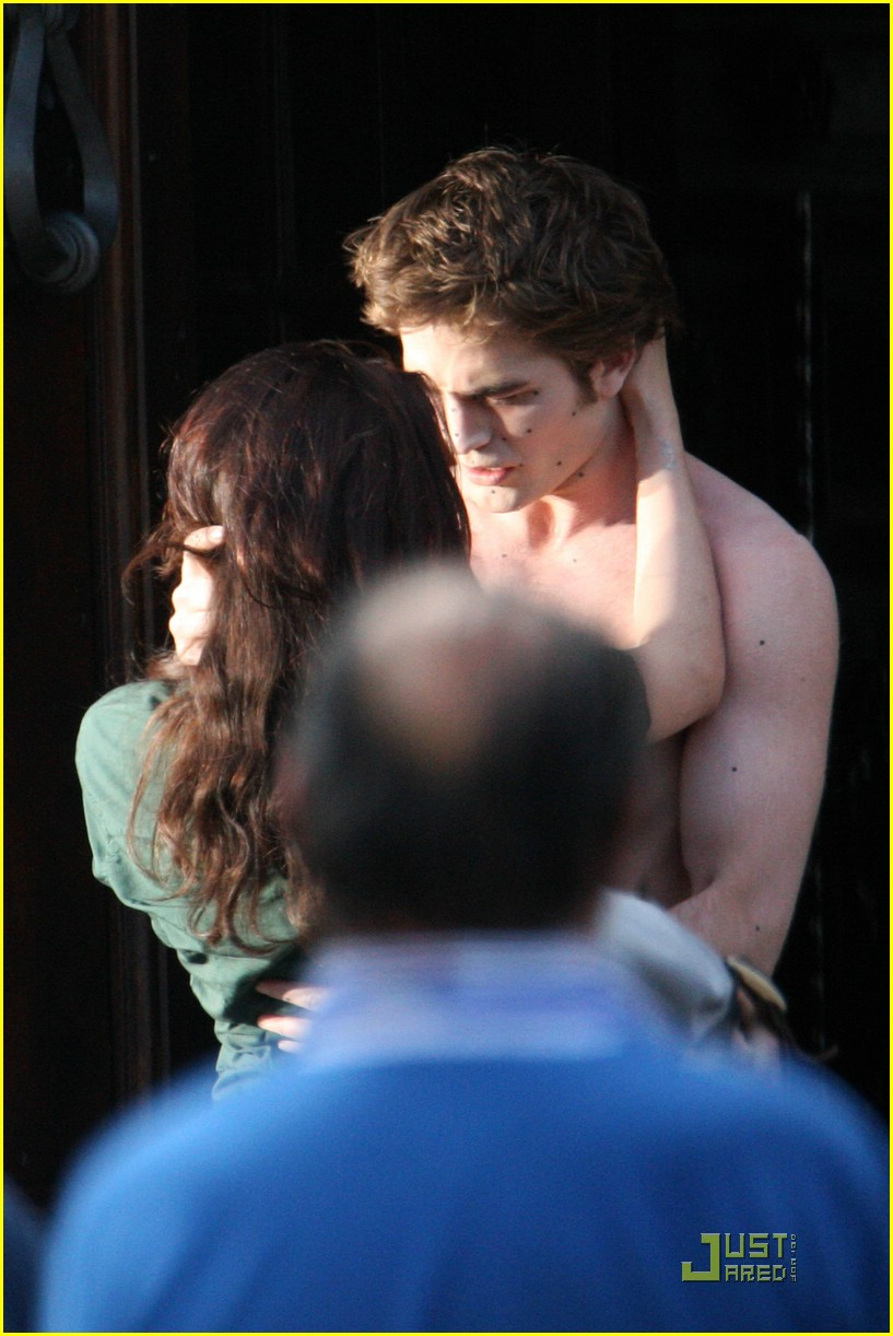 robert pattinson kristen stewart kiss 01