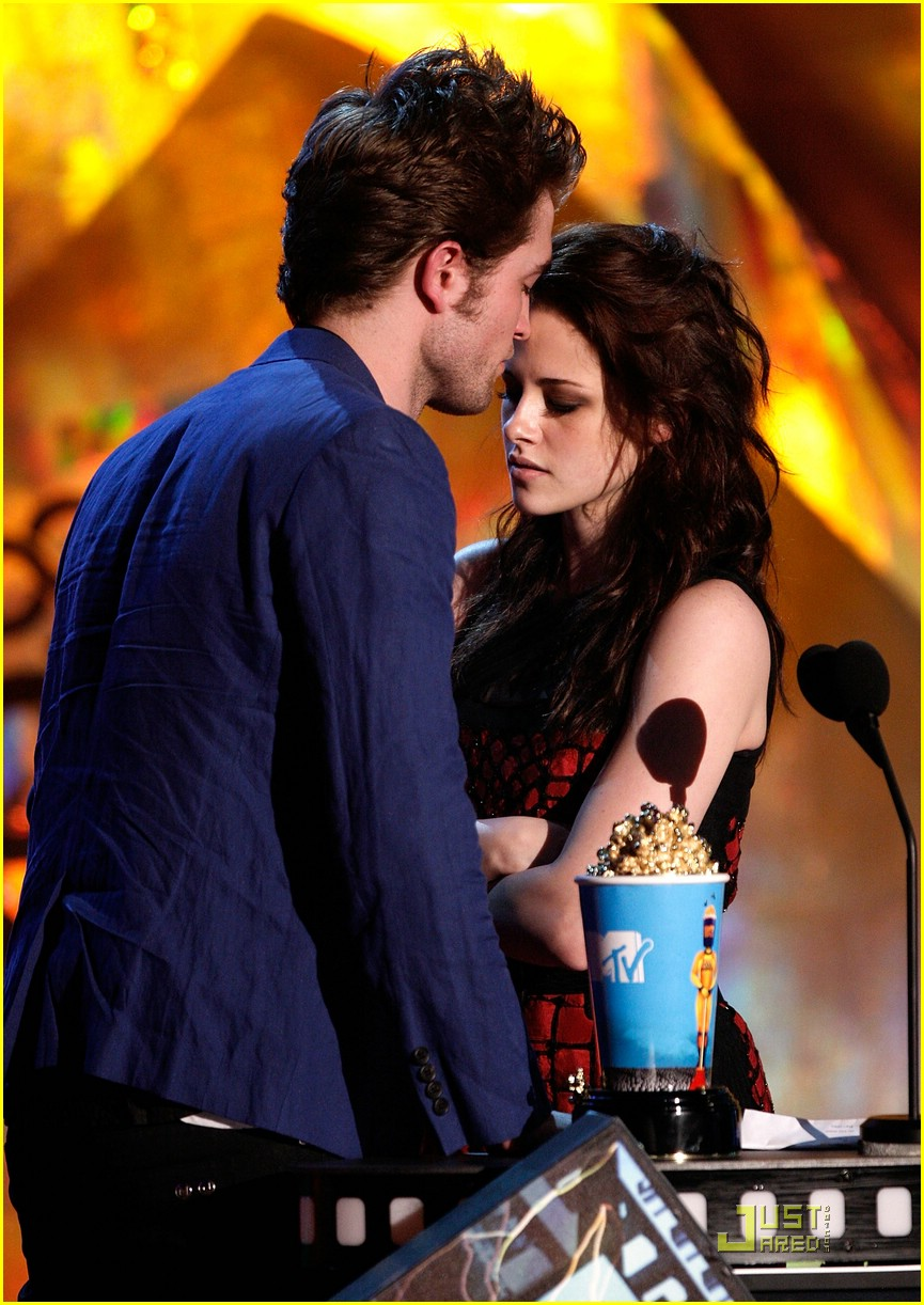 robert pattinson mtv movie awards 01