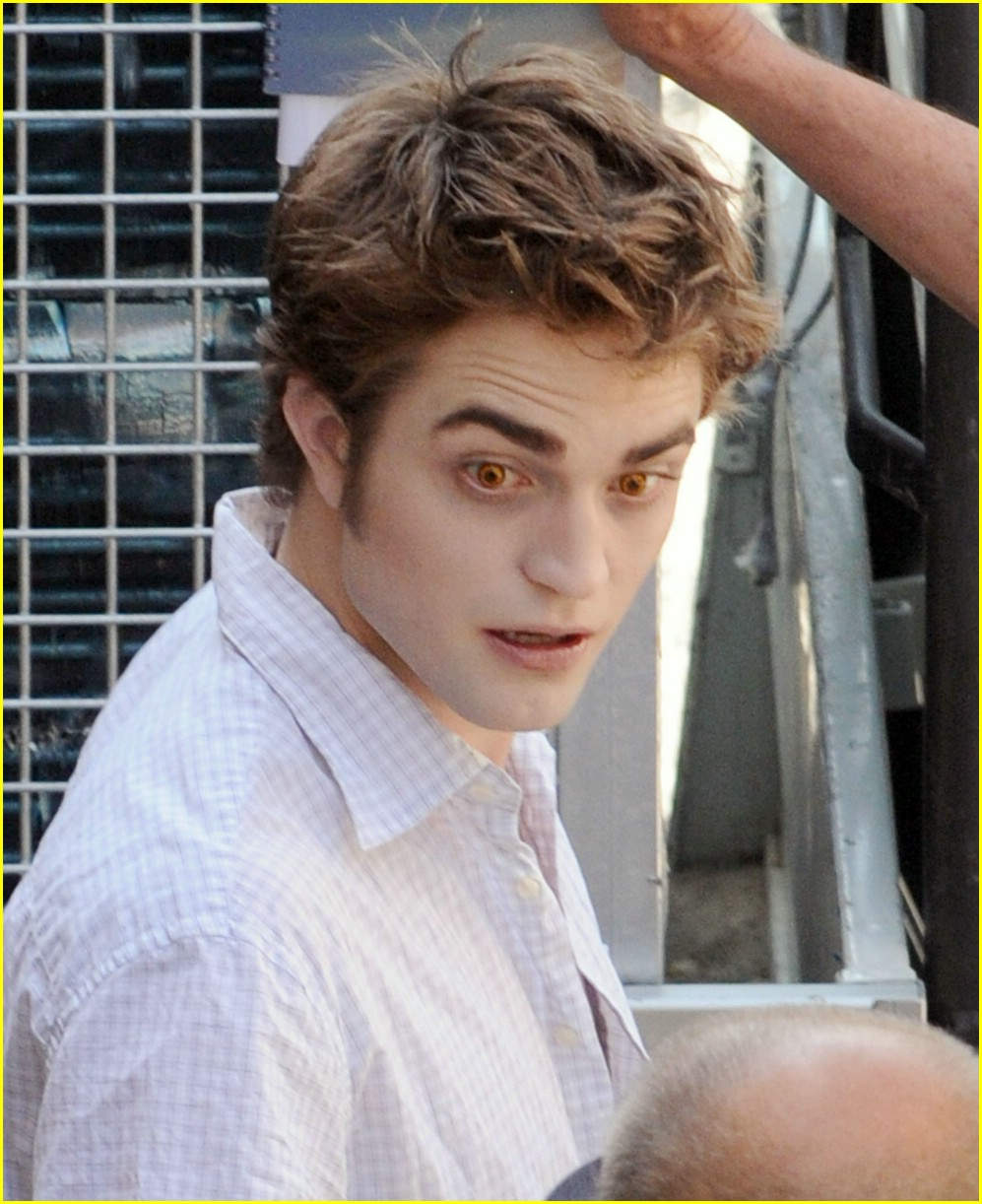 robert pattinson new moon munchies 02