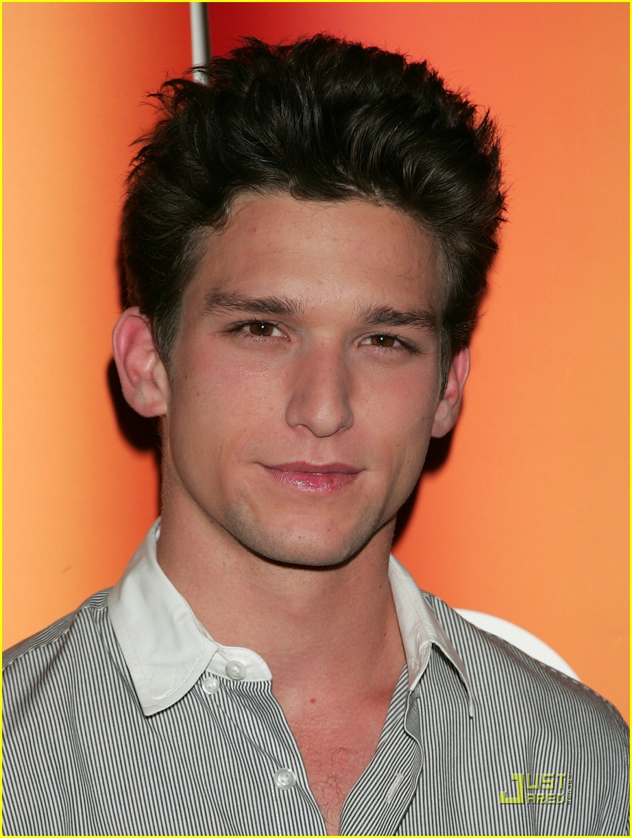 shailene woodley daren kagasoff press 10