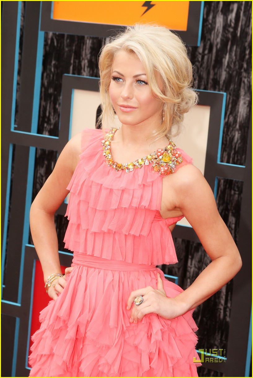 julianne hough cmt music awards 16